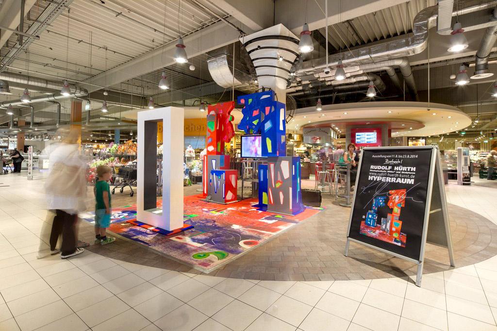 Kunstausstellung im Supermarkt bei Zurheide Feine Kost in Düsseldorf